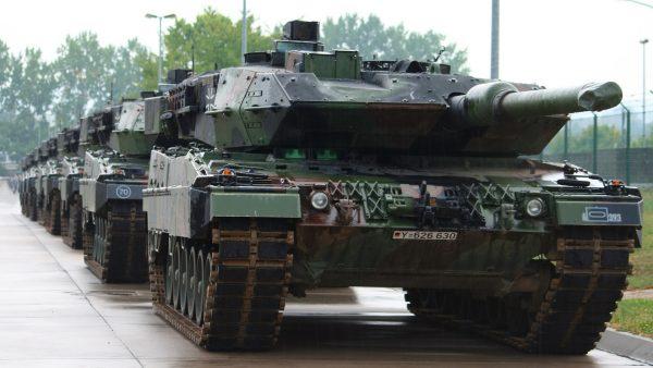 Leopard 2A5, стоящий на вооружении в сухопутных силах Польши. Вообще Польша очень активно закупается европейским и американским оружием для защиты от России. Как-будто ей это поможет в случае реального конфликта. В 1939 году они тоже рассчитывали вместе с Англией и Францией напасть на Германию, но что-то пошло не так