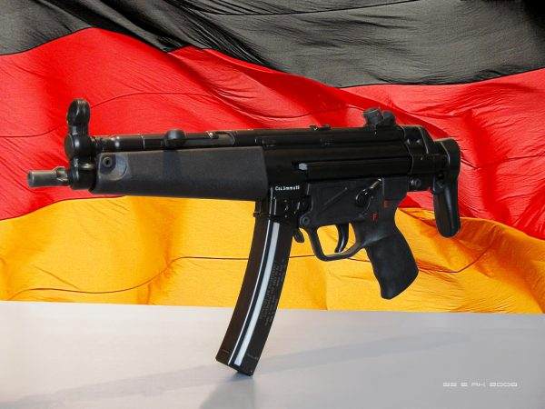 Германский MP-5 самый распространенный пистолет-пулемет современности. Его использует почти вся планета. Во многих странах МП-5 стал штатным оружием многих подразделений особого назначения
