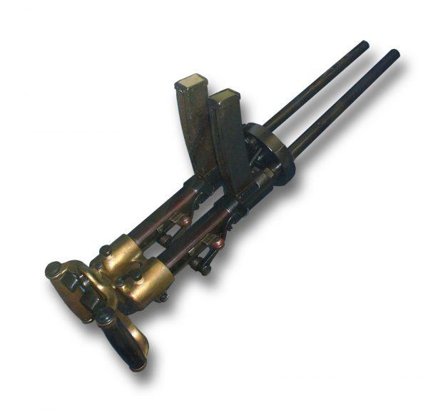 Итальянцы тоже пытались придумать собственное легкое и надежное штурмовое оружие. Но у них что-то пошло не так и получилось вот это - Villar-Perosa M1915. Пулемет весил 11 килограмм и давал неплохую плотность огня. Однако под понятие «легкий» не подходил