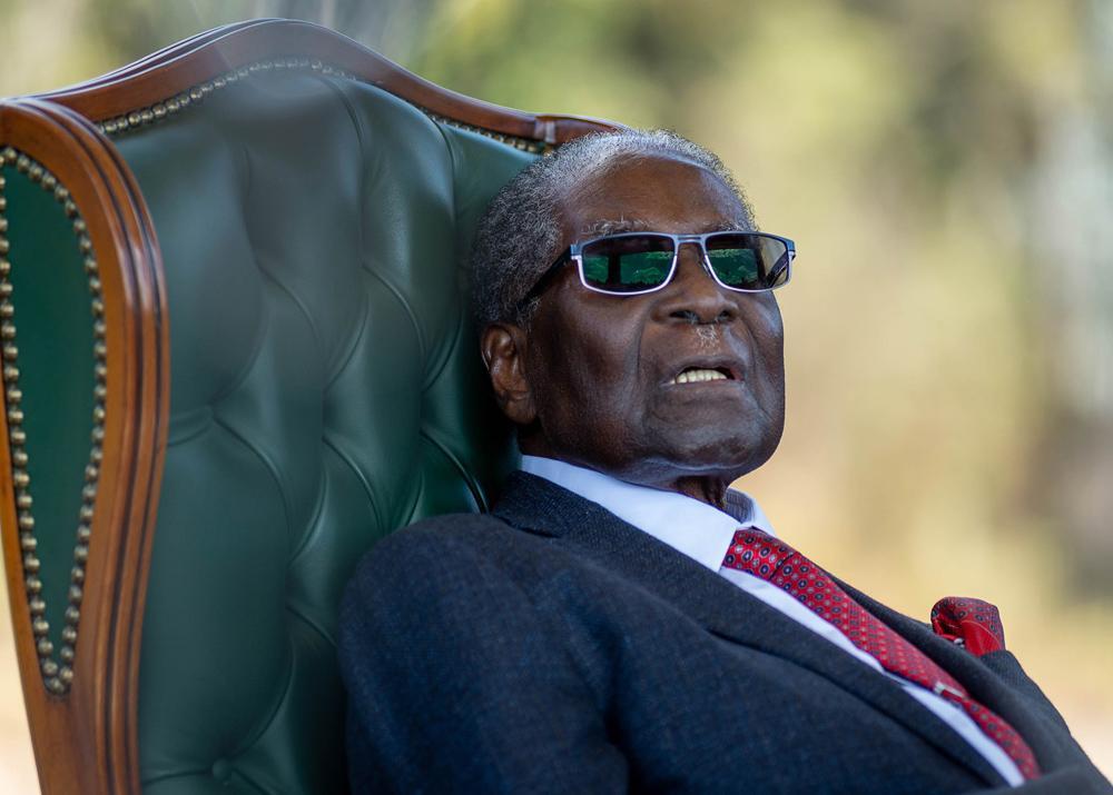 Когда Мугабе отправили в отставку, ему выдали 5 миллионов американских долларов и гарантировали пенсию в 100 тысяч долларов