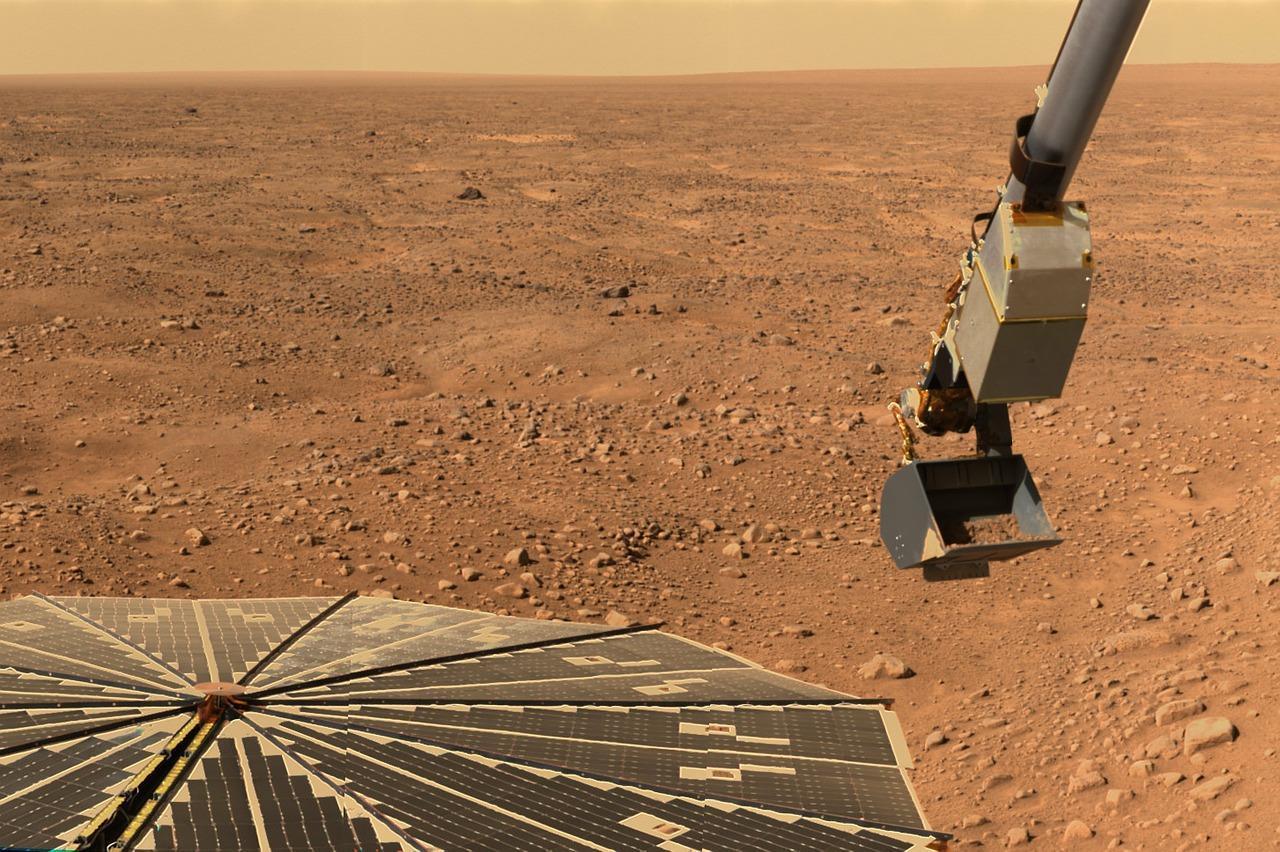 Обнаружение на Марсе воды в жидком состоянии позволяет строить новые теории о возможности жизни на планете