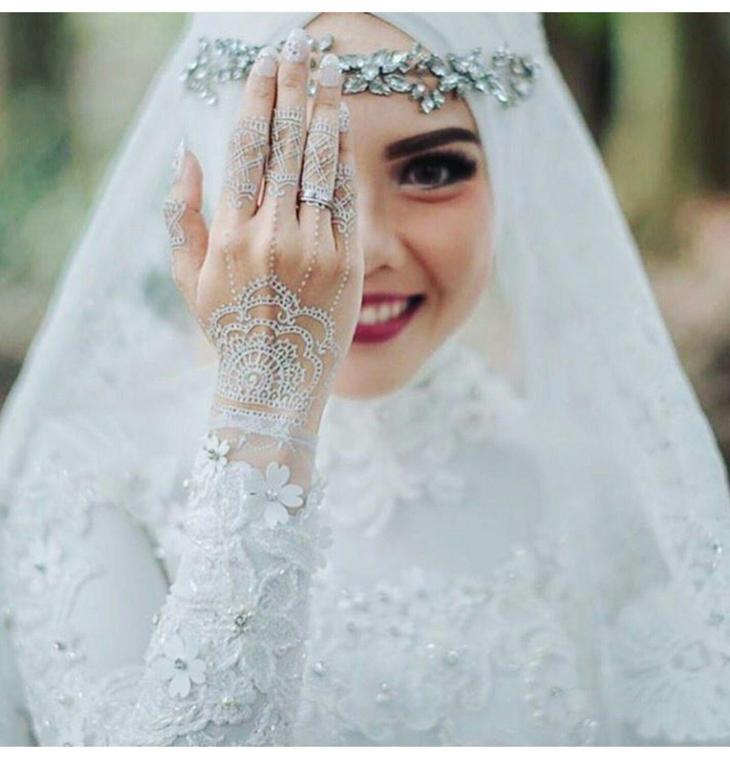 Ортодоксальные семьи девушки могут делать яркий макияж на большие праздники, например, на собственную свадьбу