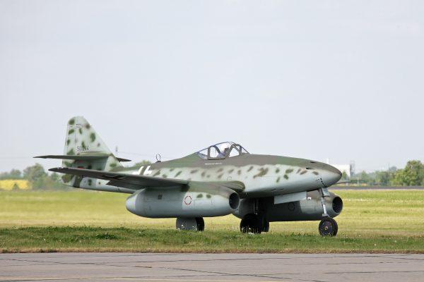 Первый в мире серийный реактивный истребитель носил ласковое прозвище - «Ласточка». По сути, именно он стал родоначальником советской школы реактивного самолетостроения