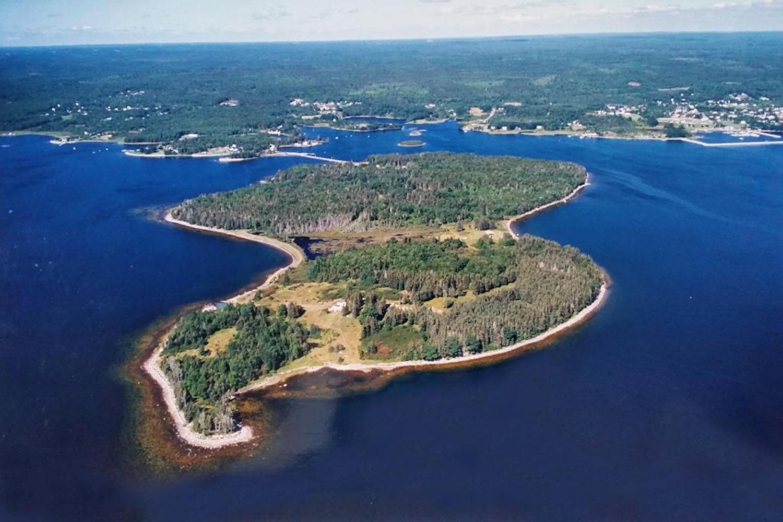 Площадь острова не больше 1 квадратного километра