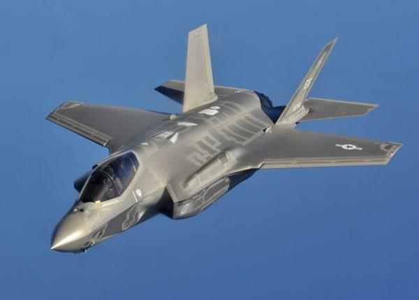 Проект F-35 уже обошелся странам НАТО в 500 миллиардов долларов. Но по мнению аналитиков это только цветочки и скоро эта отметка увеличится до 1000000000 000 американских денег