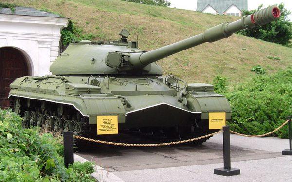 Т-10м – представлял собой развитие концепции ИС-3. Т.е. сочетание мощного вооружения, крепкого бронирования и приемлемой маневренности