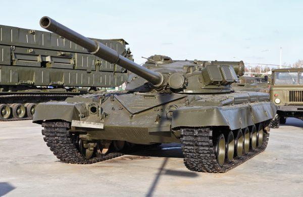 Т-80 получился очень удачной машиной, но ему, как говорится, не повезло. Из-за высокой стоимости и проблем с электроникой, выпуск Т-80 на территории РФ прекратили, а производственные линии разобрали. Хотя недавно из слов В. В. Путина прозвучала информация о возобновлении выпуска Т-80 для нужд заполярных военных частей