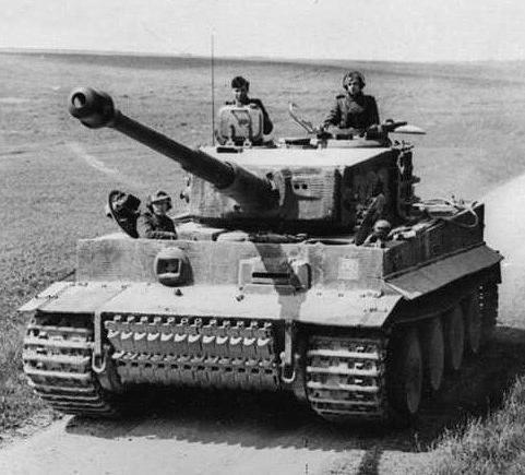 Тяжелый немецкий танк «Тигр» стал одной из причин появления танков серии ИС. Именно для борьбы с ним в первую очередь создавали машины этого класса