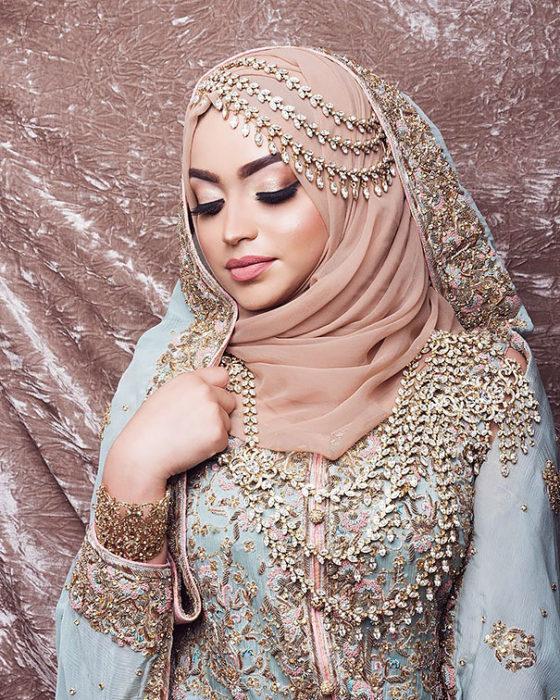В Коране нет строго запрета женщинам на украшения себя
