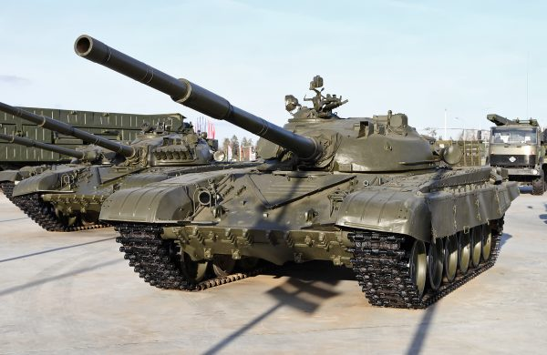 В настоящее время танк Т-72 состоит на вооружении многих стран мира (в том числе в России). А там, где не состоит есть его нелицензионные копии. Например, северокорейский ОБТ «Сонгун 915»
