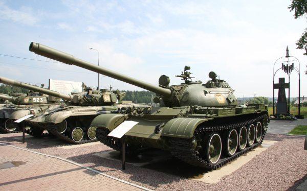 Защита Т-55 позволяла экипажу успешно пережить ядерный взрыв в нескольких километрах от машины и продолжить полноценные боевые действия. Танк был сильно экранирован изнутри, для избежание воздействия радиации, а система нагнетания воздуха препятствовала проникновению опасных частиц